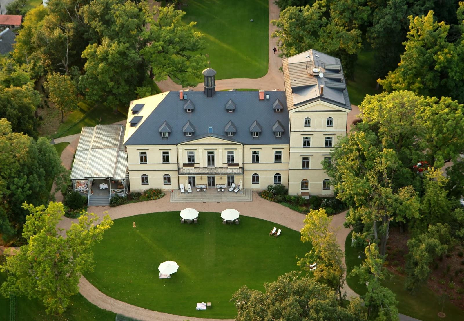 Mcely Czech Republic  city photos gallery : Passion For Luxury : Chateau Mcely Prague, Czech Republic