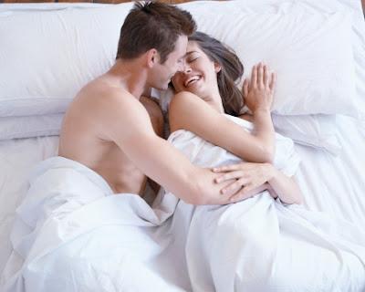 اتكيت المرأة الذكية للوصول إلى قلب زوجها وبناء علاقة زوجية سعيدة