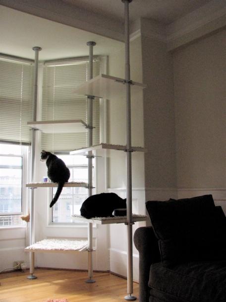 Rbol gimnasio para varios gatos fabricado con ikea for Muebles para gatos ikea