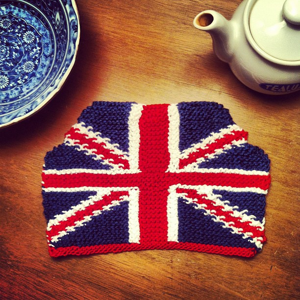 anna knits, etc.: anna knits - union jack tea cosy update 2