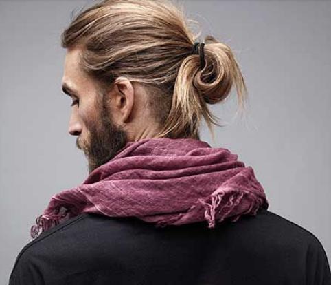 Style rambut panjang pria yang lagi ngetrend  style rambut