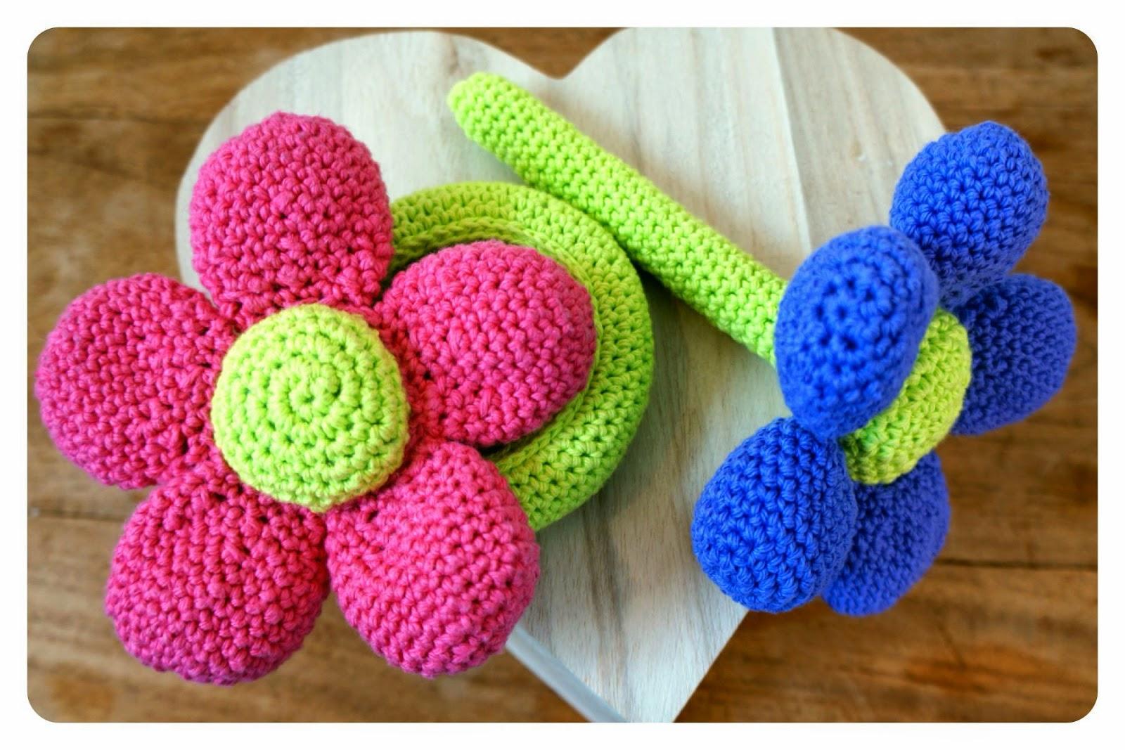 Amigurumi Rattle Free Pattern : Lily razz flower rattle crochet pattern