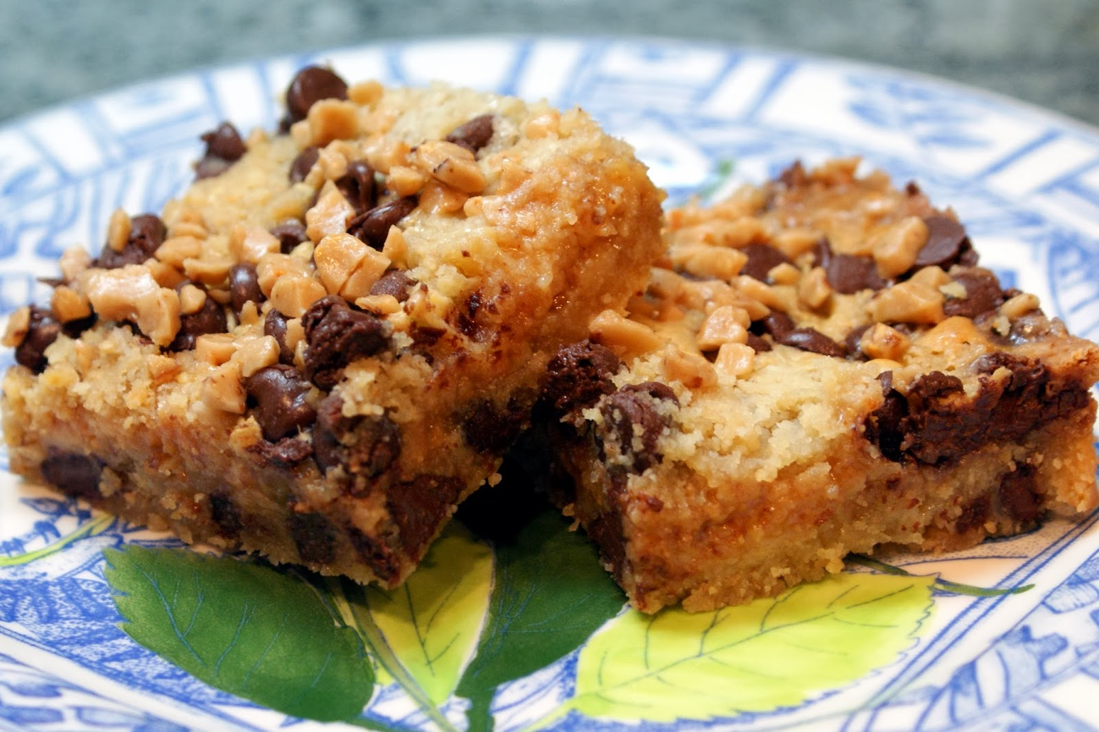 The Baker's Mann: Chocolate Chip Toffee Bars