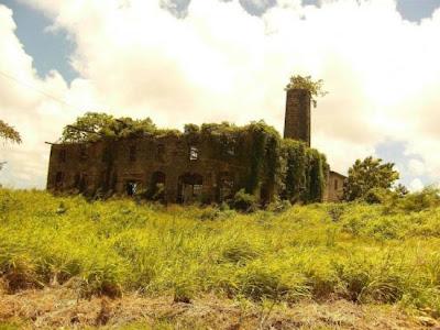 Destilaria abandonada em Barbados