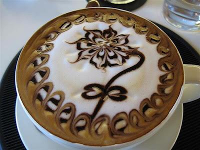 art gallery in a cup of coffee02 Koleksi Gambar Kesenian Corak Air Kopi dalam Gelas