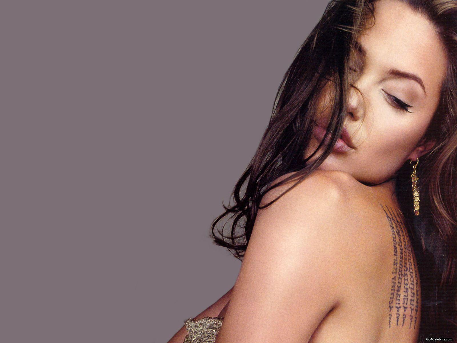Angelina Jolie-243
