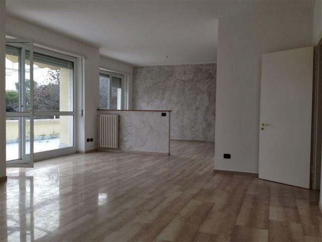Sanremo zona foce appartamenti ristrutturati con splendida for Foto di appartamenti ristrutturati
