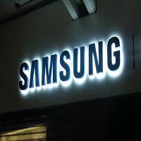تشير الشائعات إن هاتف سامسونج غالاكسي نوت 5 سوف يأتي بتصميم جديد و لقد تم تسريب صورتين تكشف النسخة الجديدة من قلم S الخاص بسامسونج الذي سوف يأتي مع الهاتف الجديد سامسونج غالاكسي نوت 5 إس