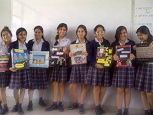 Las chicas muestran sus álbumes!