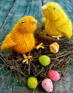 http://translate.googleusercontent.com/translate_c?depth=1&hl=es&rurl=translate.google.es&sl=auto&tl=es&u=http://www.purlbee.com/2010/03/06/whits-knits-fuzzy-easter-chicks-and-mini-easter-eggs/&usg=ALkJrhgSmrXy1RQcRKzEenfmSEEYGzSmUQ