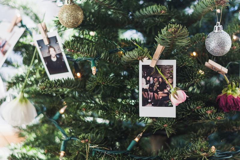 Easy and quick christmas tree decoration DIY from Urban Outfitters Instax Wireless Printer and Poloraid Display DIY idea