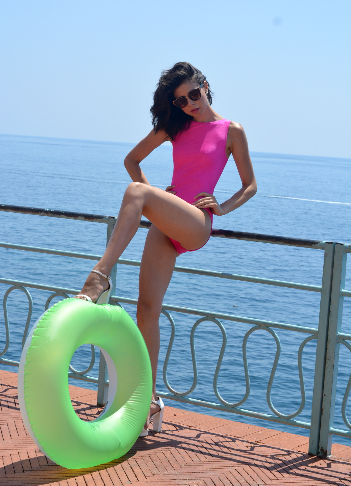 outfit, editorial, genova, nervi, cia maritima, swimsuit, pink, 90's, color blocking, juliane borges, culture and trend