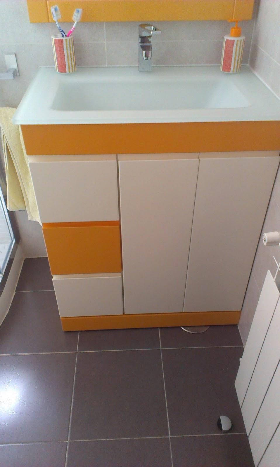 Muebles De Bano Naranja.Muebles A Medida Mueble De Bano Con Espejo Combinado En Lacado