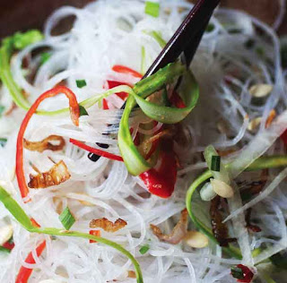 Glass noodles, asparagus and papaya salad