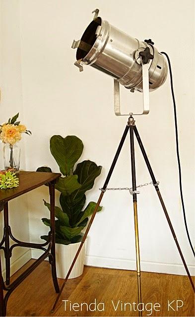 Lámparas de pie originales. Lámpara de pie foco antiguo