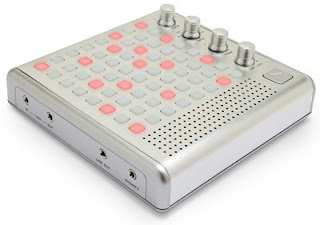 Bliptronic 5000 sequencer synth