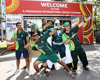 pakistani fans dancing after victory