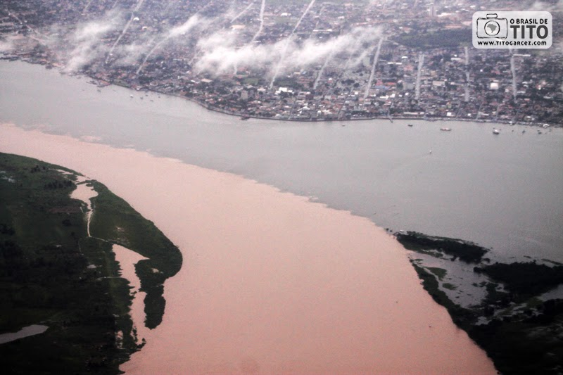 Visão aérea do encontro das águas dos rios Amazonas e Tapajós, em Santarém, no Pará