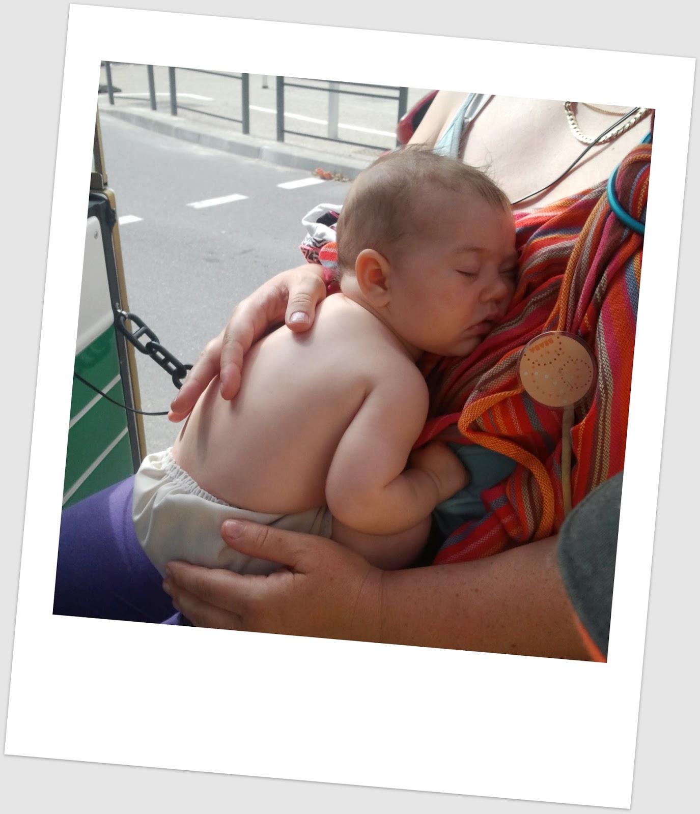 comboio portage ringsling néobulle porter sling babywearing train viagem