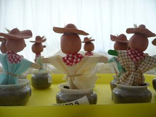 http://somriures-i-mirades.blogspot.com.es/2013/05/l-espantaocells-de-lhort.html