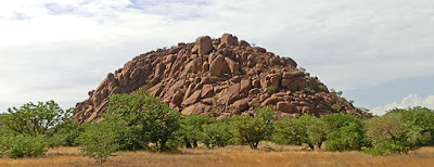 http://www.namibiareservations.com/twyfelfonteine.html