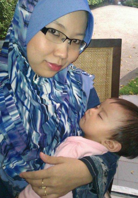 gambar hiasan: Me and first baby at 11month old :)