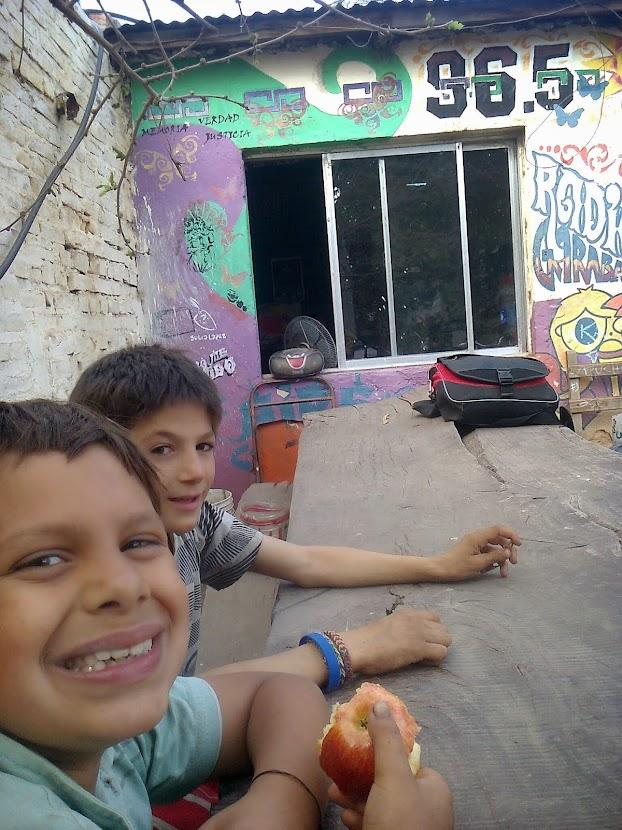 Antü y Santi en el patio de la 96.5 RADIO GARABATO