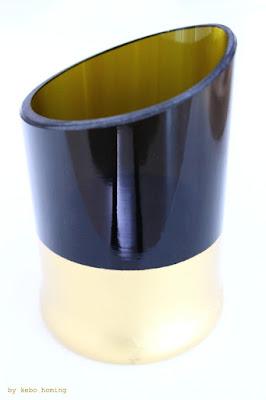Recycling/Upcycling aus einer leeren Flasche wird eine edle Vase mit Goldrand... Dekorationsidee... Anleitung beim Südtiroler Lifestyleblog kebo homing