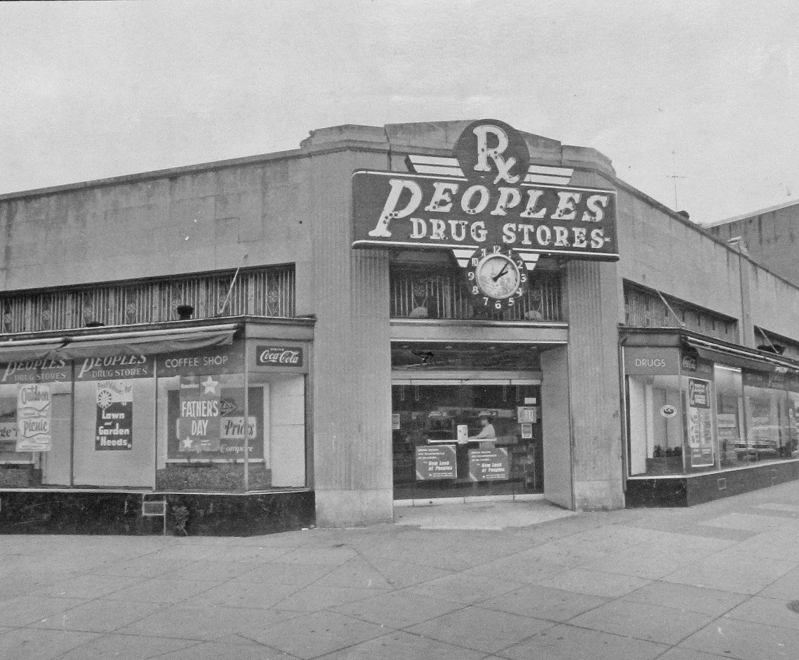 the once ubiquitous peoples drug stores streets of washington a typical peoples store on pennsylvania avenue at 7th street se in the 1960s source dc public library star collection copy washington post