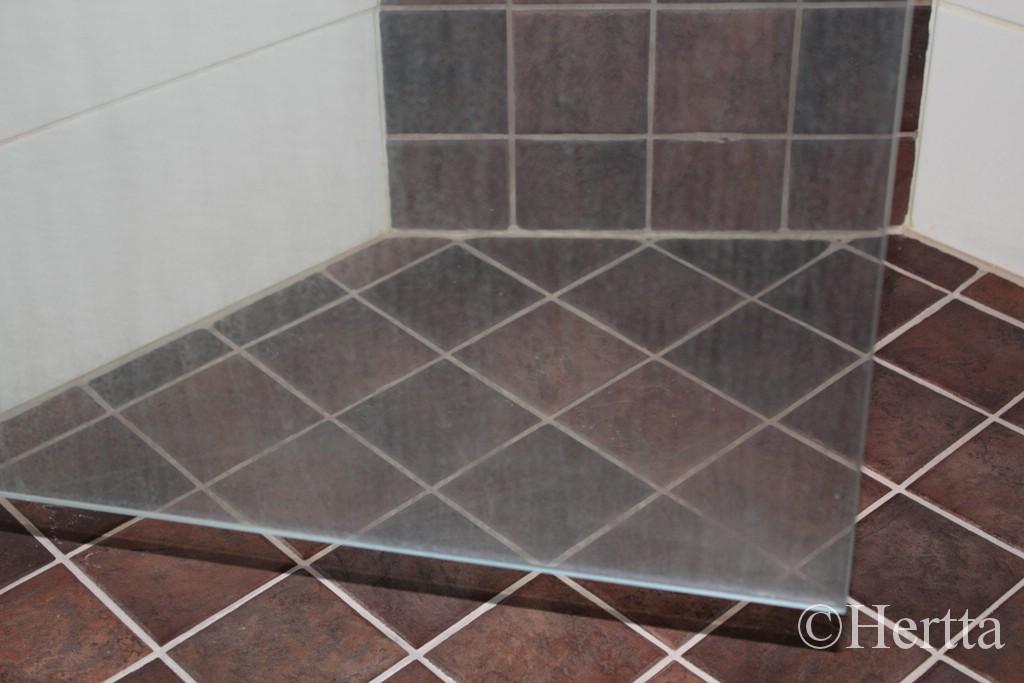 Muovisen suihkuseinän puhdistus