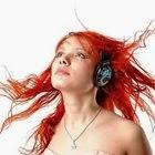 Beldade ruiva com fone de ouvido