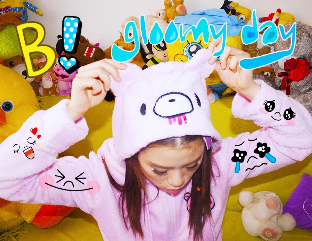 Girl showing her Gloomy Bear hood