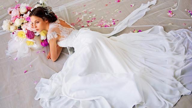 Chica con Hermoso Vestido de Novia Blanco