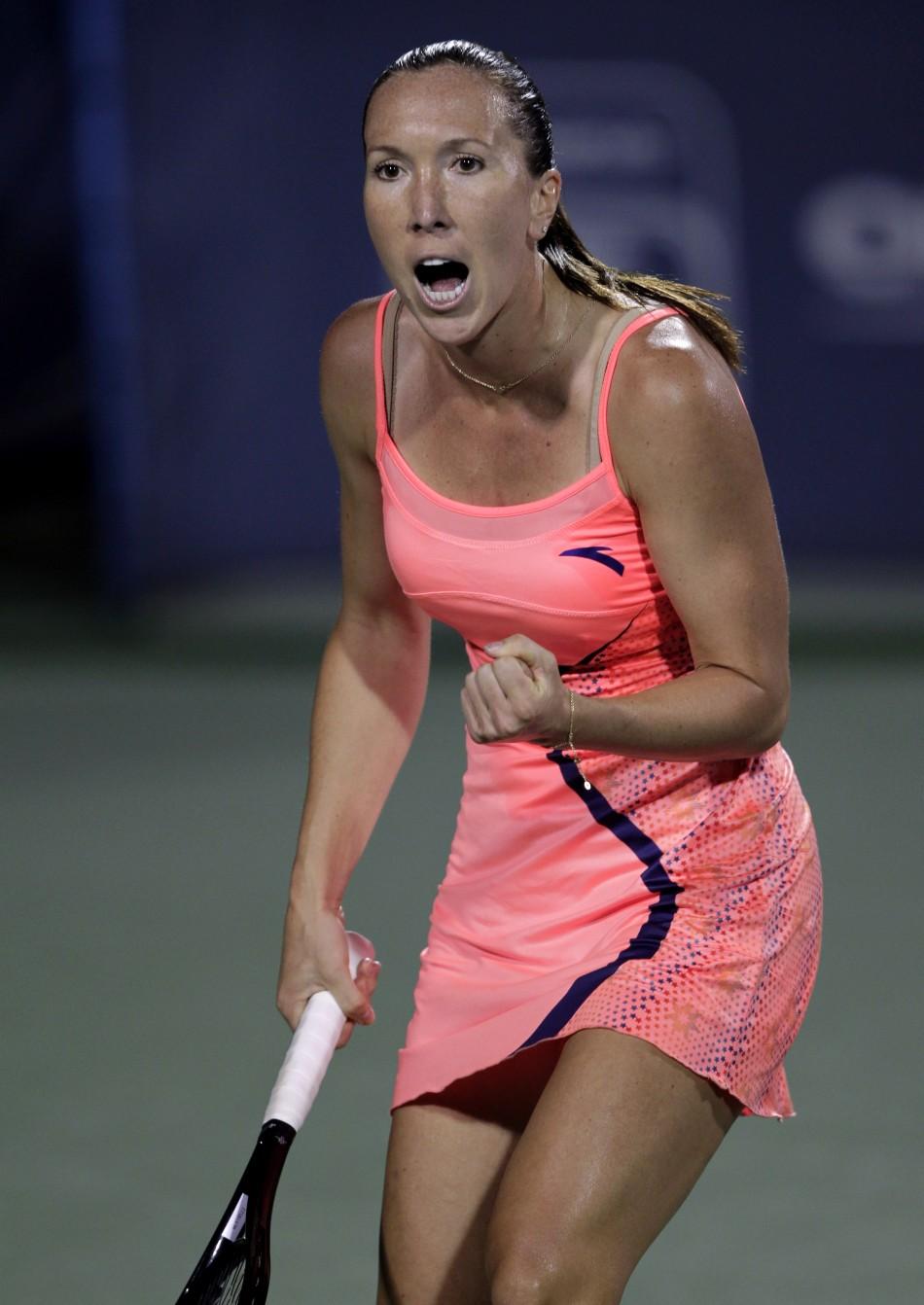 Jelena Jankovic Cameltoe Complete inside the baseline: august 2011