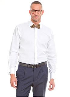 Hombre con camisa blanca y pajarita