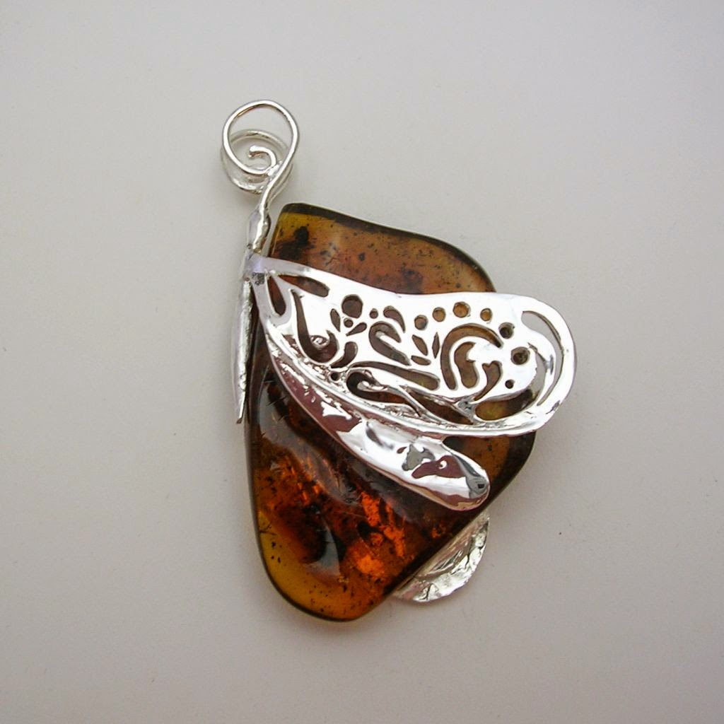 Silver and amber pendant. Find it at www.mexicosterling.com