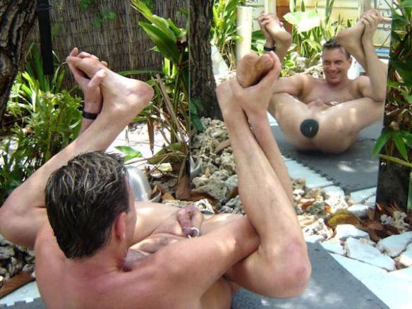 Free men strip naked poker