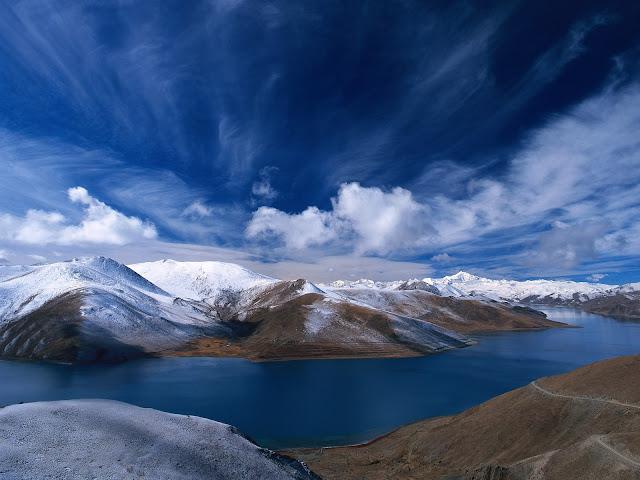 http://4.bp.blogspot.com/-MbE9yCb6Il8/TaS6R1b03wI/AAAAAAAACxA/TqJt2R8tEi8/s1600/paisajes_de_montanas_azules.jpg