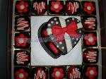Coklat Box Love saiz 's'