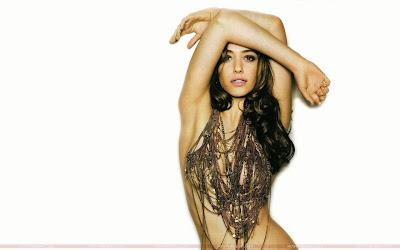 Hollywood Actress Emmy Rossum Wallpaper in Bikini