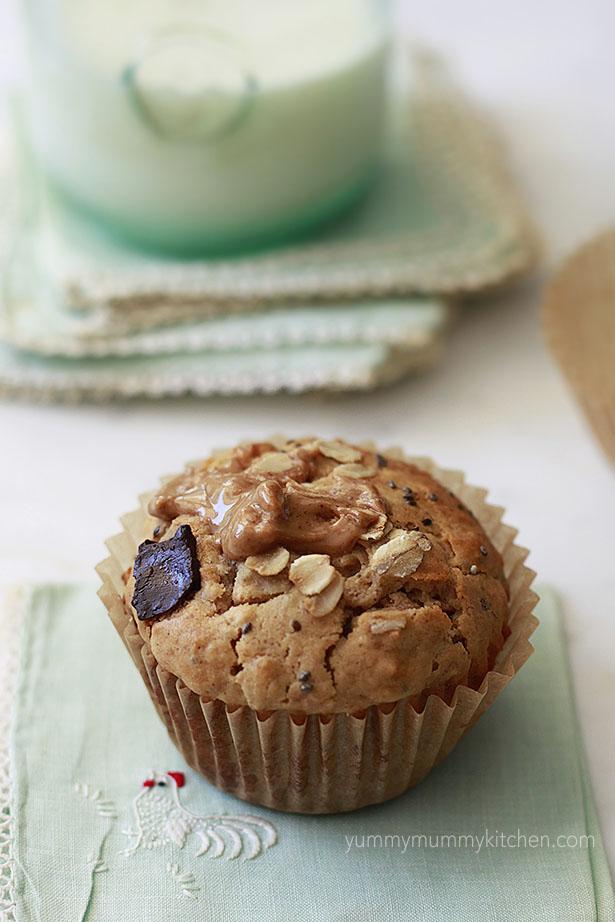 healthy peanut butter oatl muffins