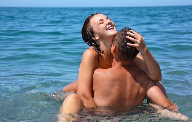 Pasangan Melekat Selepas Henjut di Dalam Laut