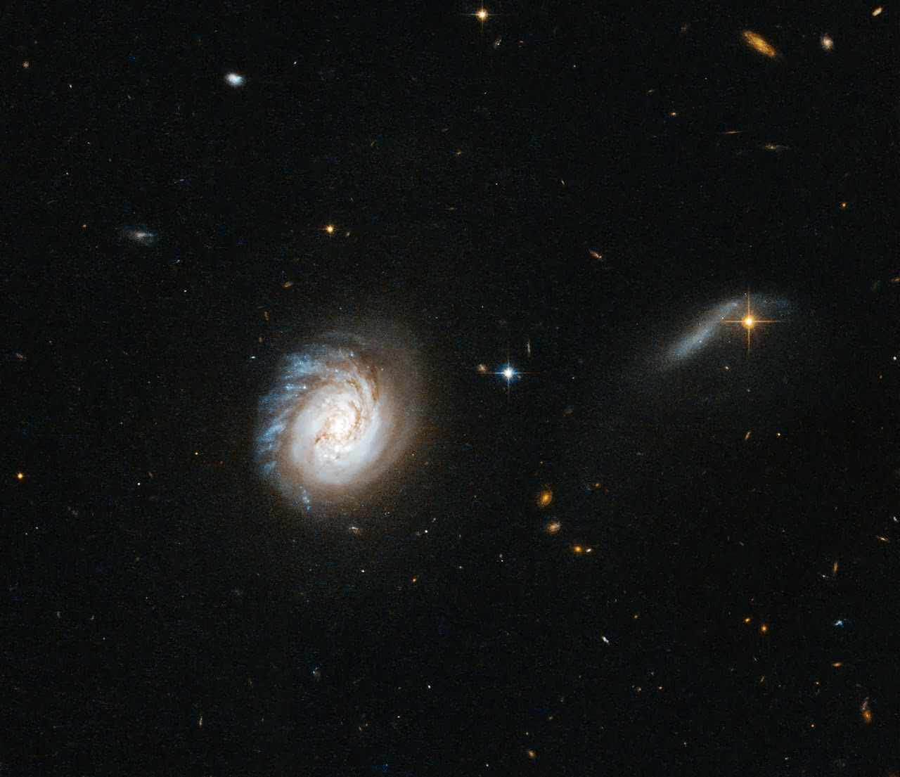 Яркая инфракрасная галактика MCG-03-04-014