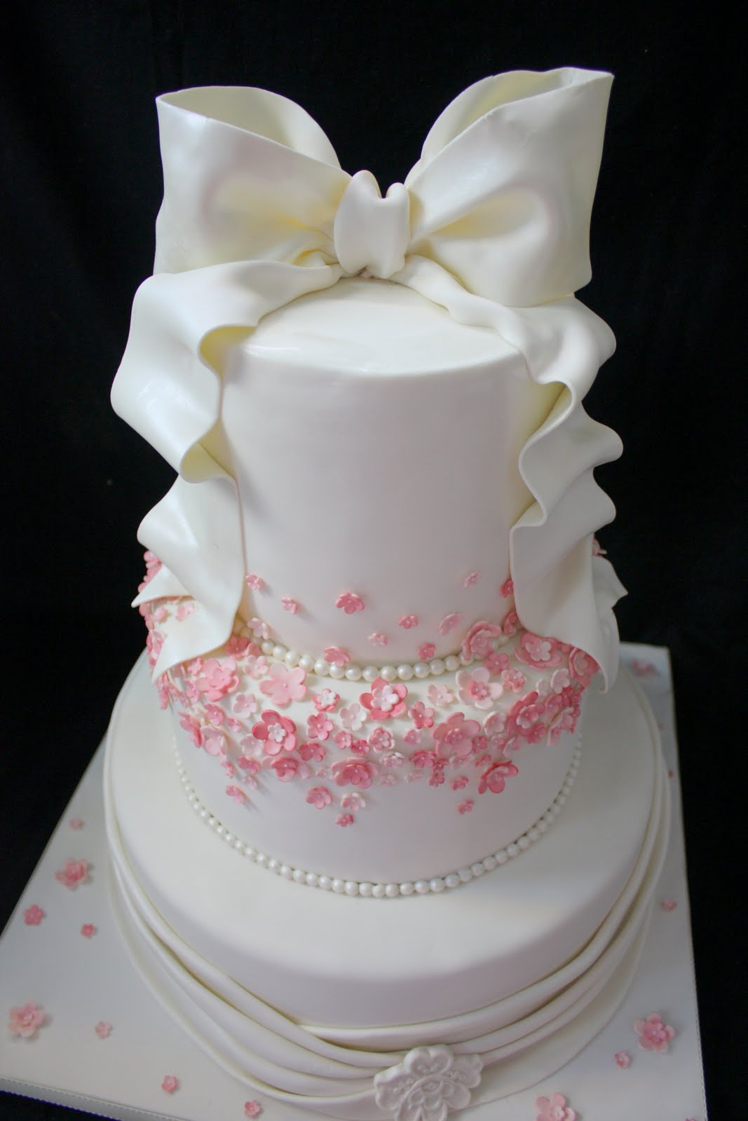 New Latest Cake Images : Complete Deelite: Our latest Wedding cakes:)