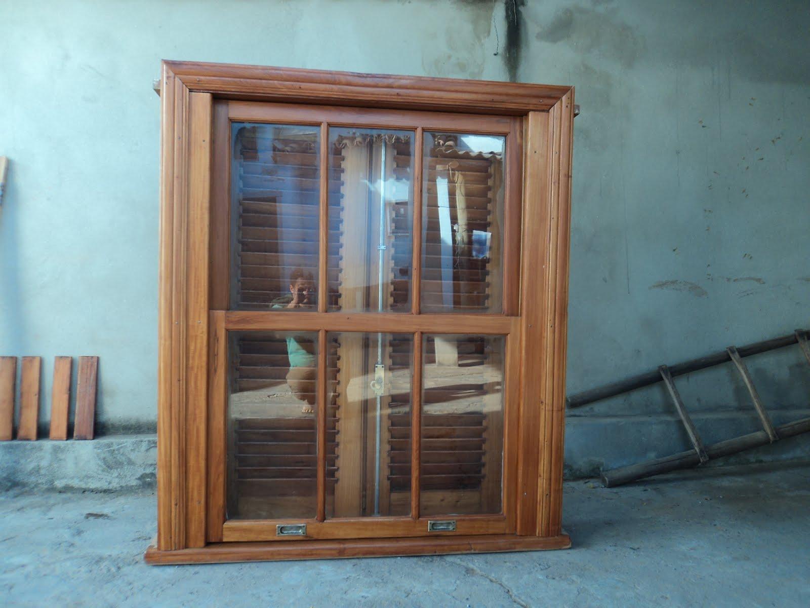 #368895 Janela guilhotina restaurada troca de cabo de aço click na janela  1248 Portas E Janelas Em Madeira Bh