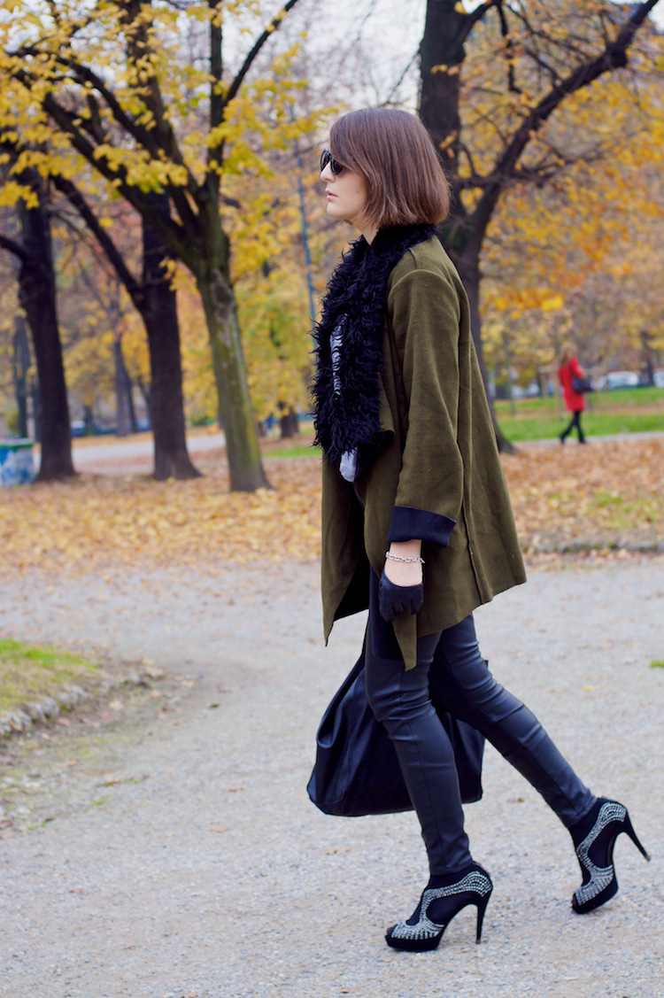 militar outfit with heels and leather pants