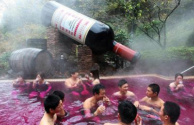 kolam wain merah