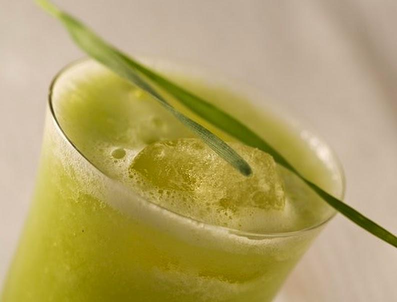 Chá Verde com Abacaxi e Salsinha (vegana)