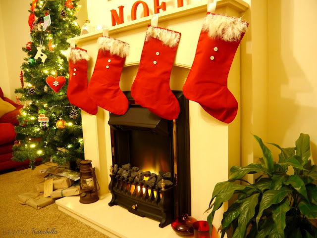 Shes a gentry december 2015 stockings really are super easy and a great way to add handmade into your festive home as you can see i made four one for me one for chris and one each solutioingenieria Gallery