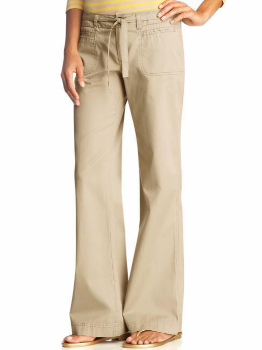 Excellent Khaki Pants For Women Are Amongst The Latest Fashion Clothing Which Look Extra Cool You Can Pick One To Suit Your Tastes And Look Uniquely Stylish In These Heres More About The Khakis For Women With Changing Fashion Trends,